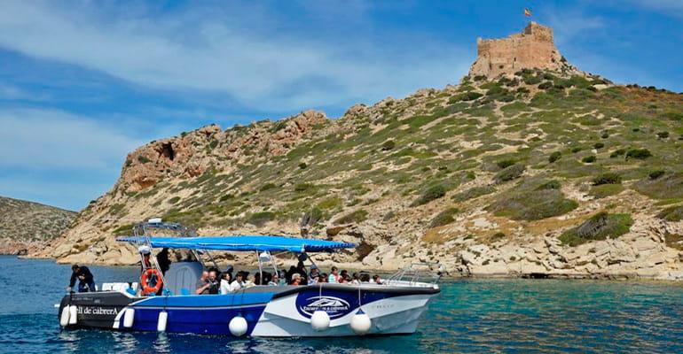 barco en isla de Cabrera