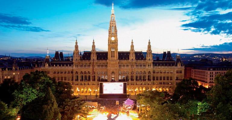 cosas que hacer en Viena en la plaza del ayuntamiento