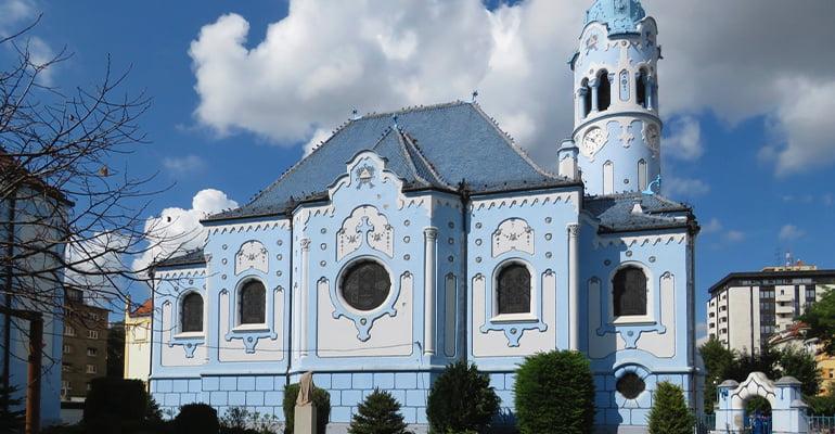 Iglesia azul, lugar que ver en bratislava