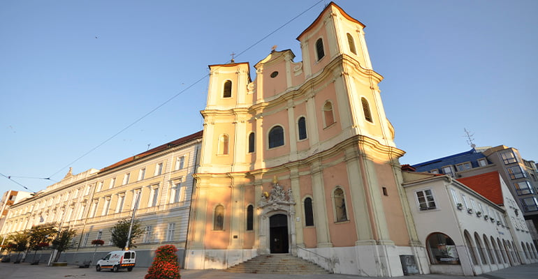 iglesia trinitaria de bratislava