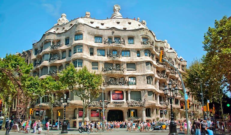 Casa Milà (la Pedrera), lugar que ver en Barcelona