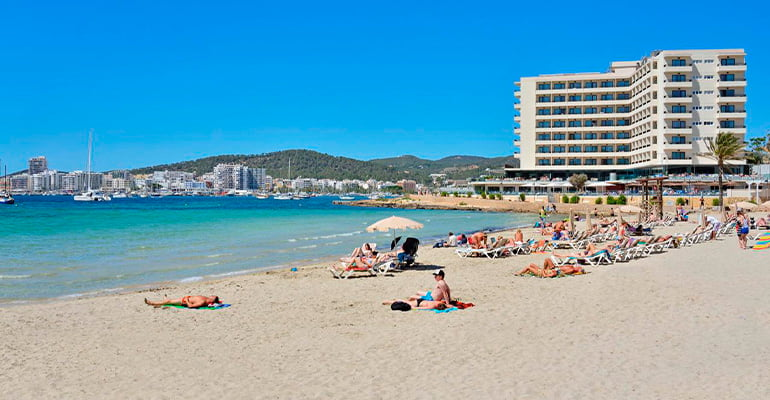 Playa de San Antonio en Ibiza