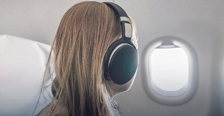 auriculares con cancelación de ruido, uno de los mejores accesorios de viaje