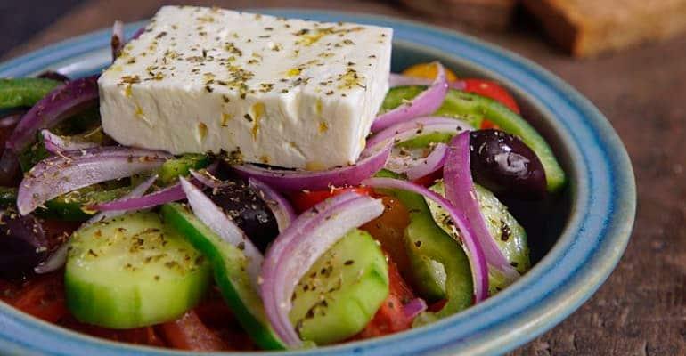 ensalada griega Horiatiki Salata