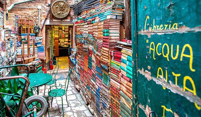 libreria acqua alta, lugar que ver en Venecia