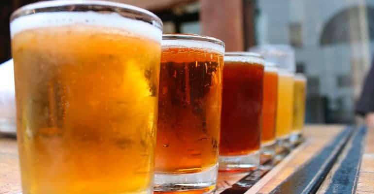 cerveza griega, algo que beber en grecia