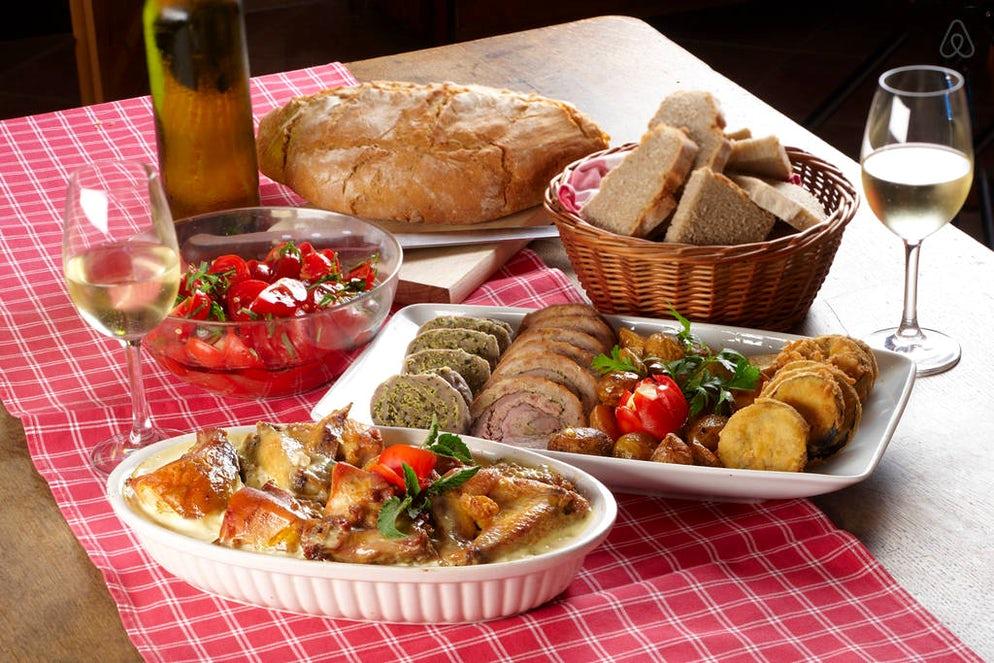 mesa con comida eslovena