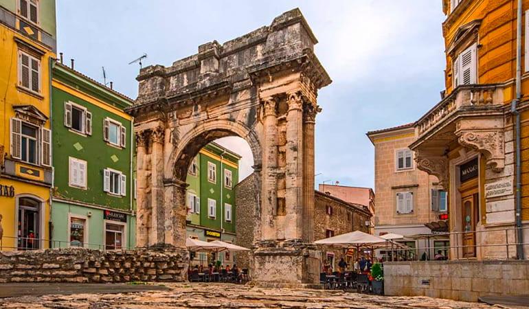 Arco de los Sergii, lugar que ver en Pula