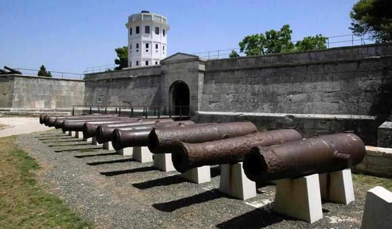 fortaleza veneciana un lugar que ver en Pula