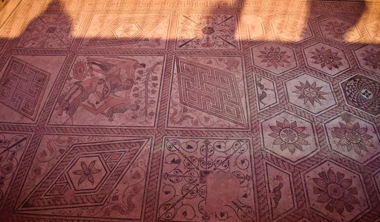 Mosaico Castigo de Dirce, cosa que ver en Pula
