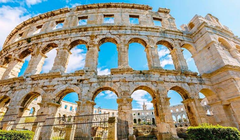 Anfiteatro romano de Pula, uno de los lugares que ver en pula Croacia