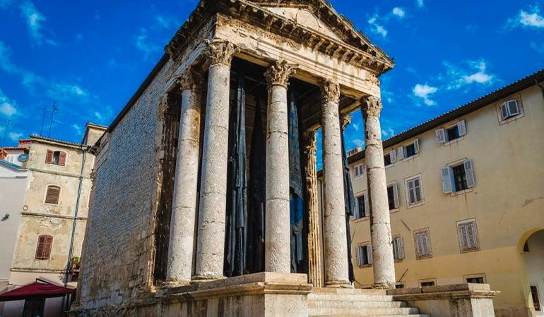 Templo de Augusto Pula que ver