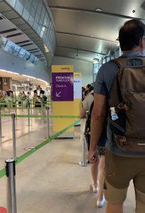 cola en el control de seguridad del aeropuerto de Valencia