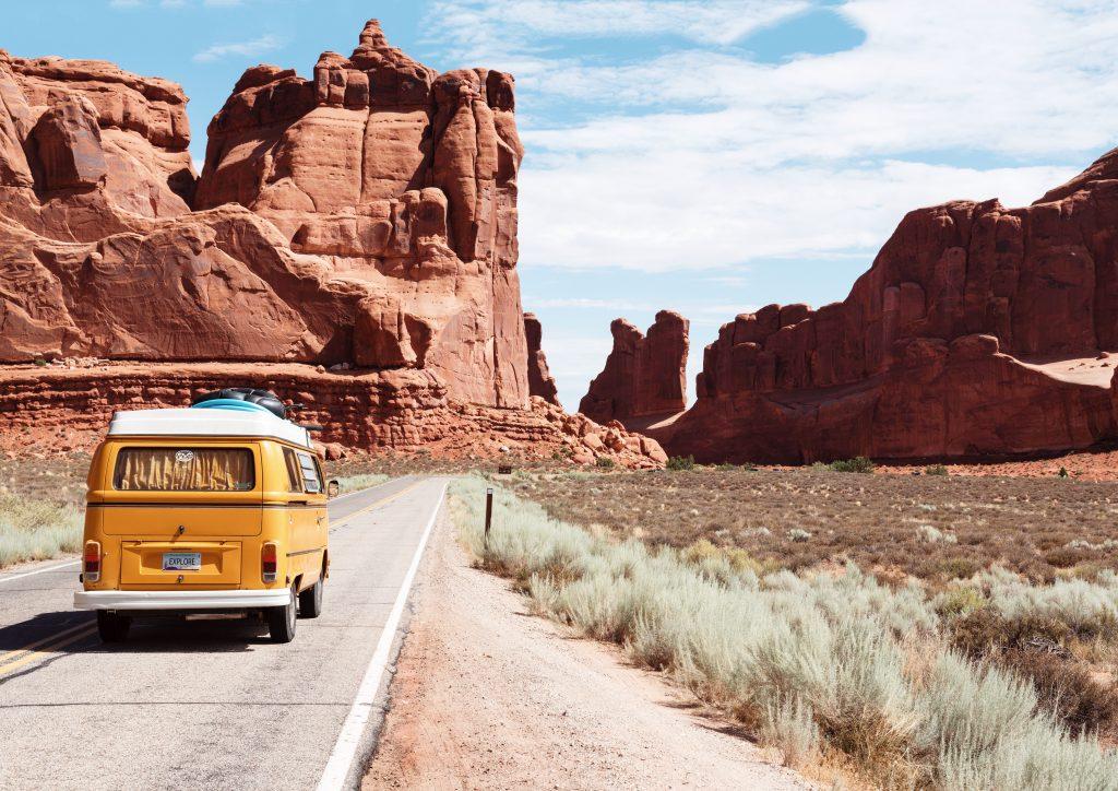 furgoneta camper por el cañón del colorado