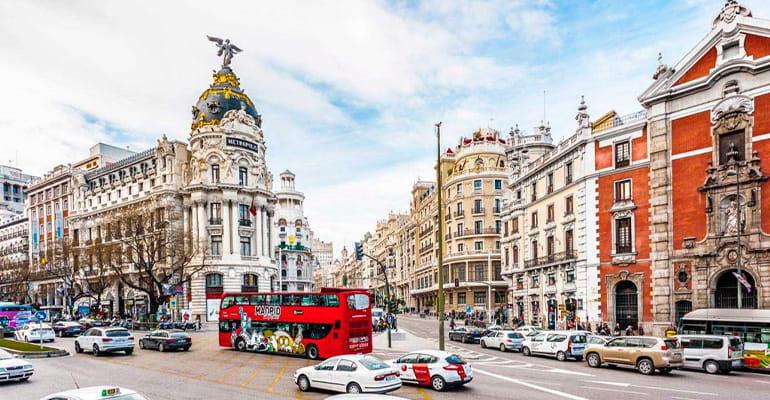 Gran Vía, uno de los lugares que ver en Madrid centro