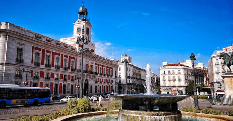 La Puerta del Sol, uno de los sitios que ver en madrid