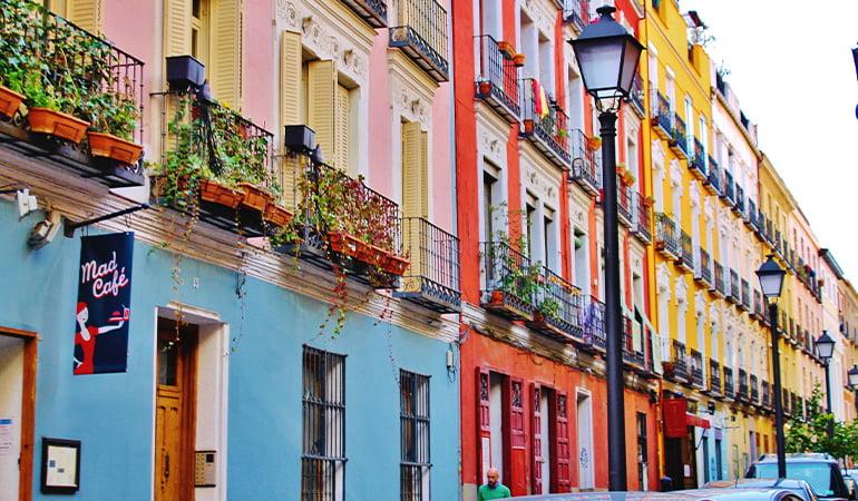 La Latina para hacer turismo LGBT en Madrid