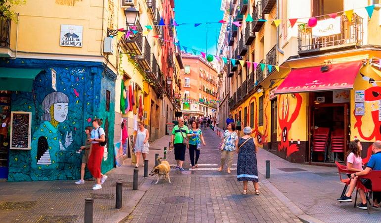 Lavapiés para hacer turismo LGBT en Madrid