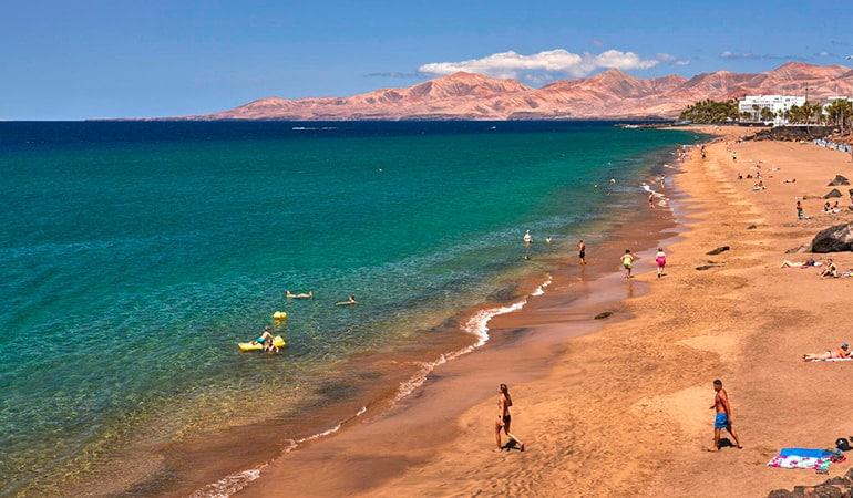 Playa Grande, en Puerto del Carmen, Lanzarote