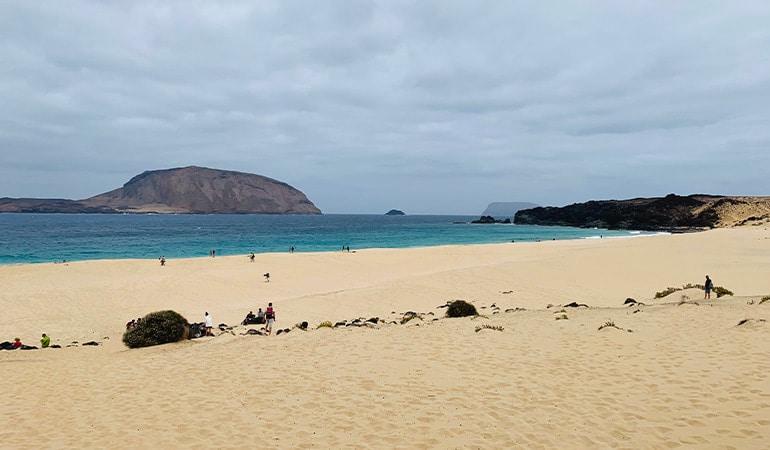 Playa de las Conchas, una de las playas que ver en La Graciosa