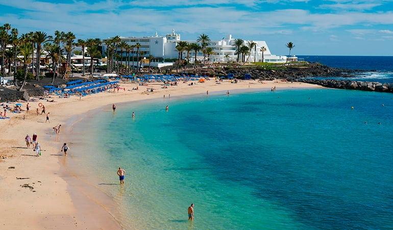 Playa Flamingo, una de las playas que ver en Lanzarote