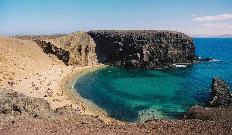 playa de papagayo, una de las playas que ver en lanzarote