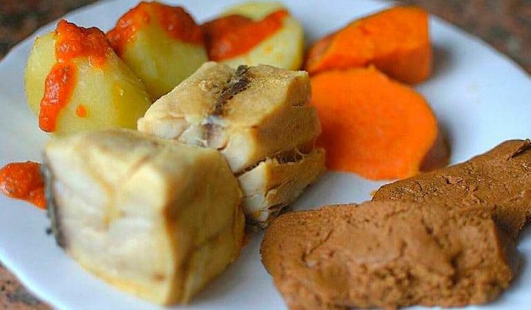 Sancocho, uno de los platos que comer en Canarias