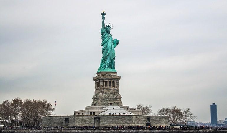 Estatua de la Libertad, uno de los monumentos que ver en Manhattan