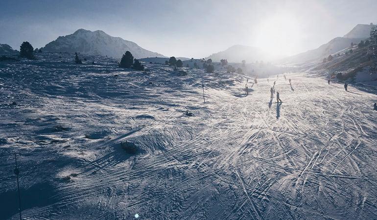 esquiar, una de las cosas que hacer en Andorra en invierno
