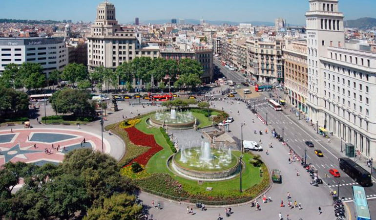 Plaza Cataluña, una de las zonas donde alojarse en Barcelona